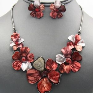 Jewelry - Multi-Color Red Flower Necklace Set
